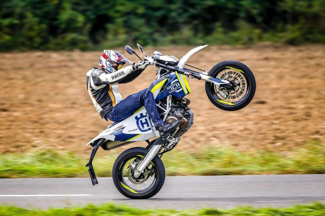Husqvarna 701 Supermoto: Die Dauertestbilanz steht topaktuell im neuen Motorradmagazin, Ausgabe 1/2017. Foto © Kurt Pinter