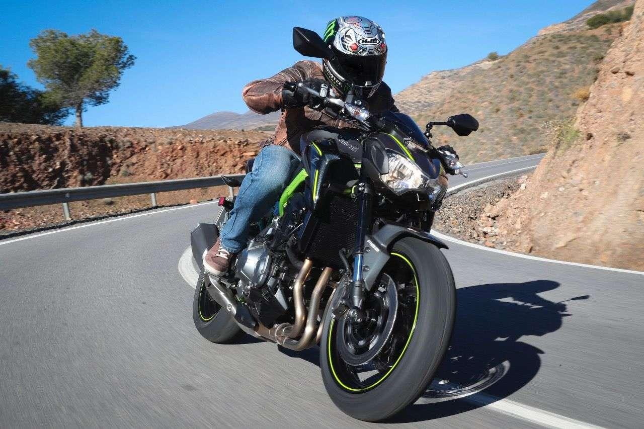 Kawasaki Z900: Neuer Gitterrohrrahmen, stärkerer Motor aus der Z1000, 21 Kilo weniger Gewicht – das spürt man!