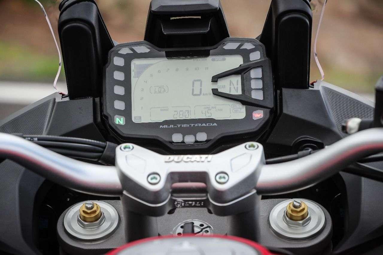 Multistrada 950: Für die Bedienung des LCD-Cockpits kann ein Universitätsabschluss nicht schaden