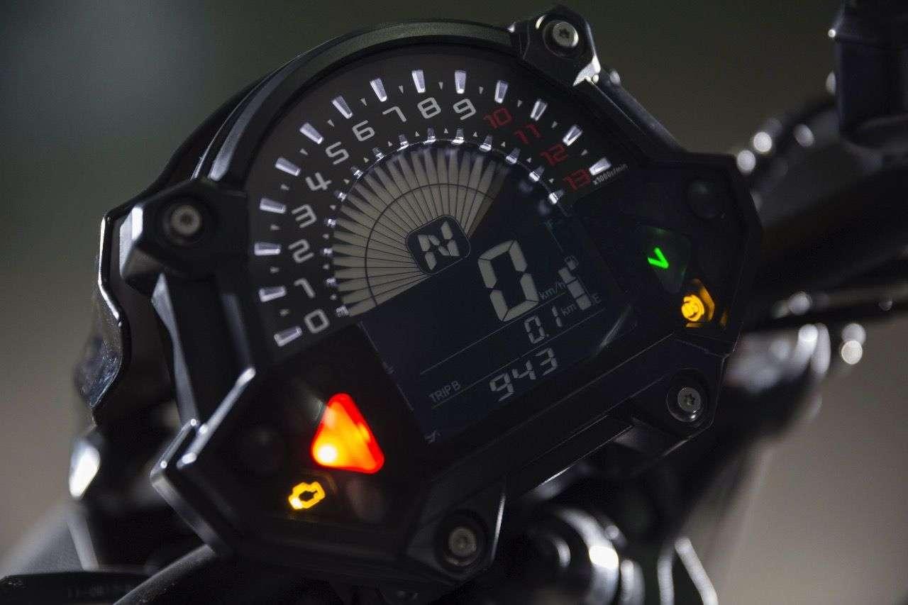 Kawasaki Z650: Das neue Display zeigt eine Mischung aus analog und digital, dabei eine Fülle an Informationen. Die Übersichtlichkeit ist trotzdem noch gegeben.