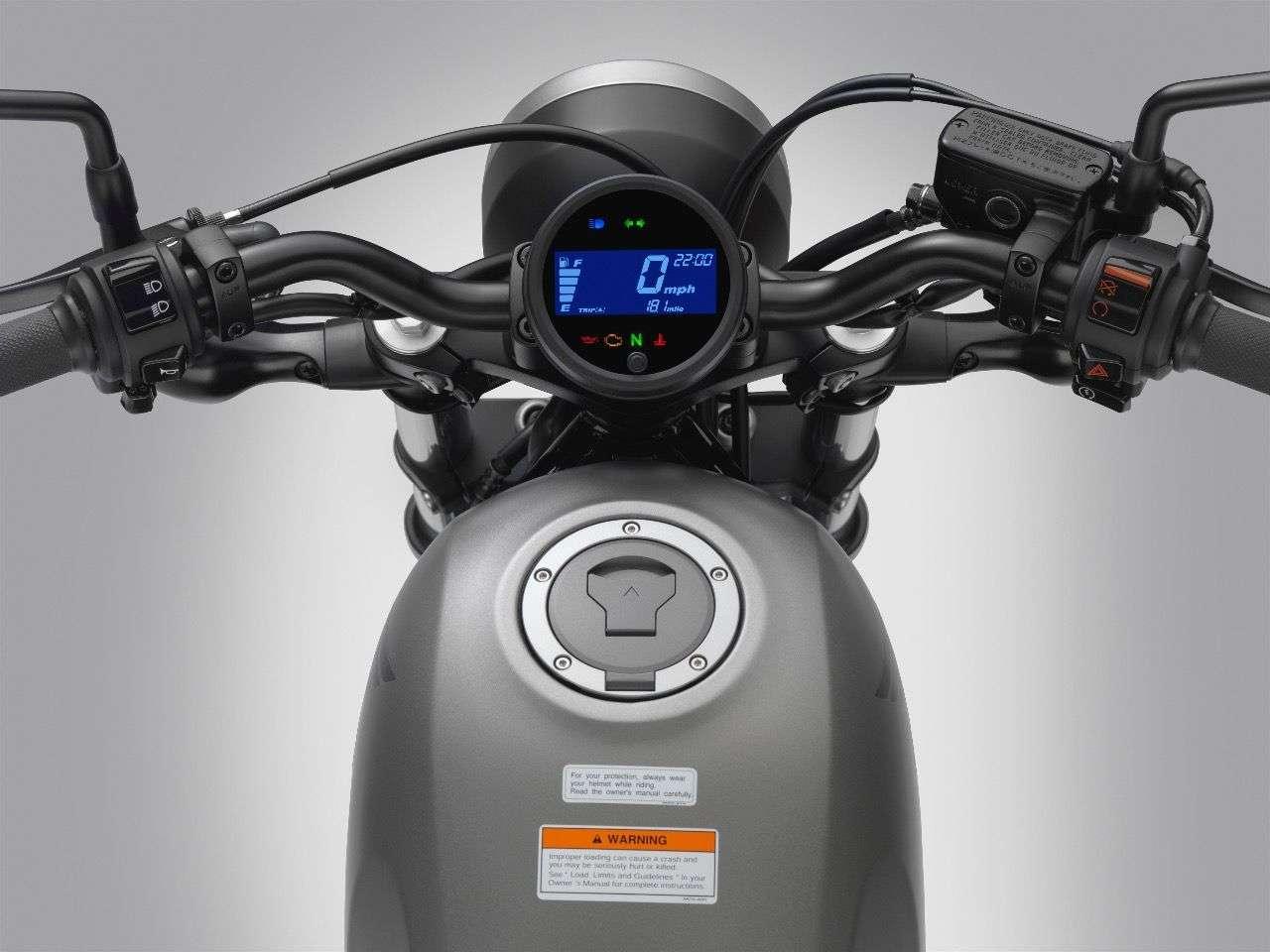 Schlichtes, aber funktionales Instrumentarium: Die Honda Rebel kommt mit LCD-Display im runden Gehäuse.