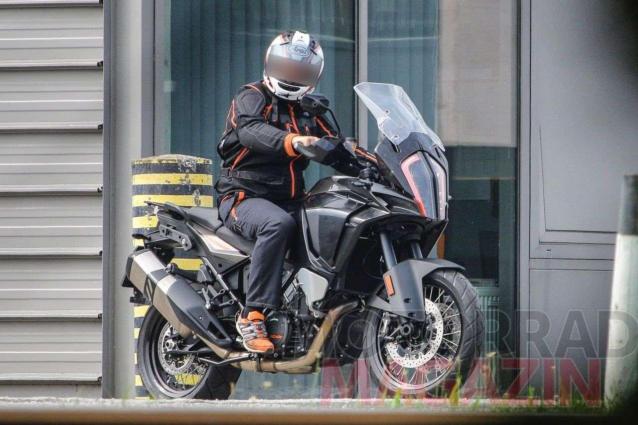 Erlkönigfoto der KTM 1190 Adventure im neuen Look. Foto © bmh-images