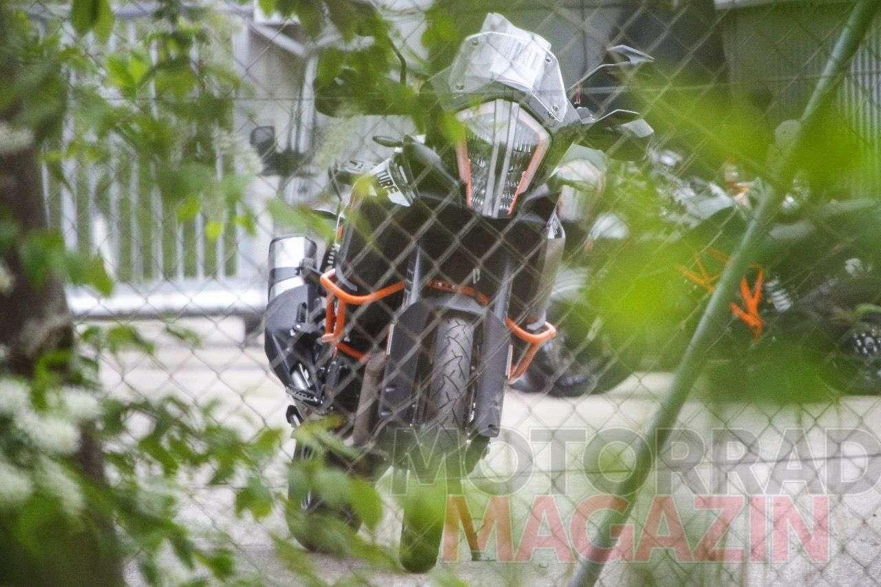 KTM 1190 Adventure R mit neuer Frontmaske. Foto © bmh-images