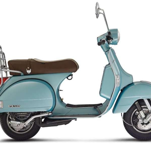 Heuer auch als Jubiläumsmodell zu haben: Vespa PX in Azzurro 70