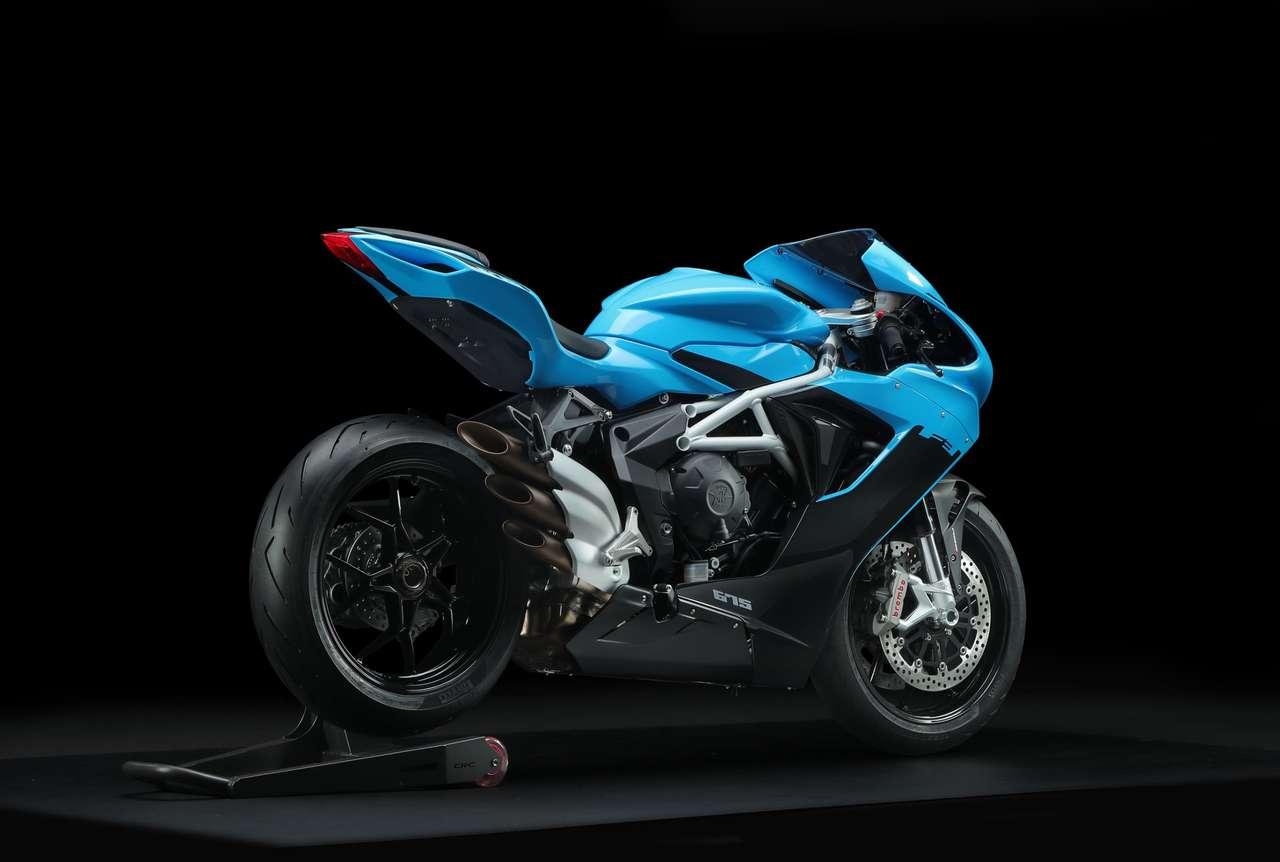 MV Agusta F3 675 - Die himmelblauen Modelle gefallen uns besonders gut. Diese Farbe gibt es bei Motorrädern viel zu selten.