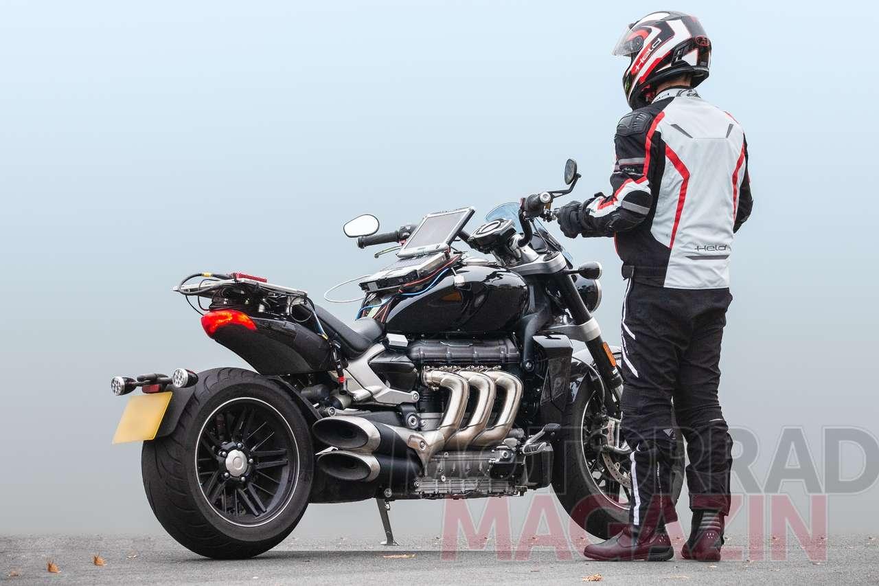 Die vielleicht geilsten Sidepipes der aktuellen Motorradwelt: Prototyp der neuen Triumph Rocket III. Alle Fotos © bmh-images