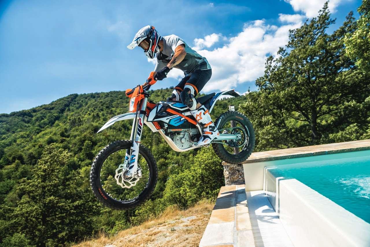 Noch ein Gewinner: Elektrofahrzeuge wie die KTM Freeride E. Sie machen bereits 5% aller Neuzulassungen unter den motorisierten Zweirädern Österreichs aus.