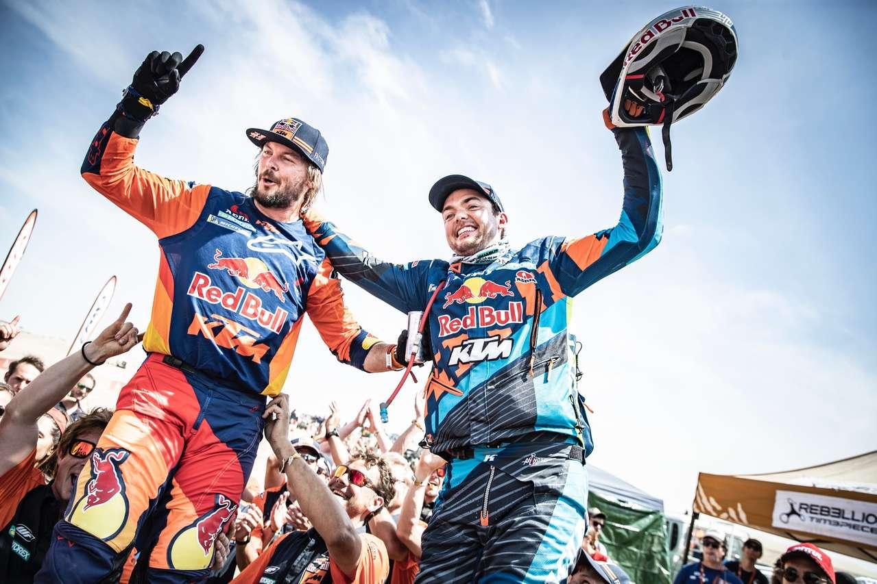 Toby Price gewinnt zum zweiten Mal die Dakar, Matthias Walkner landet nach dem Vorjahrssieg heuer auf Rang 2. Es ist der 18. KTM-Dakar-Sieg in Folge! Foto © Marcin Kin