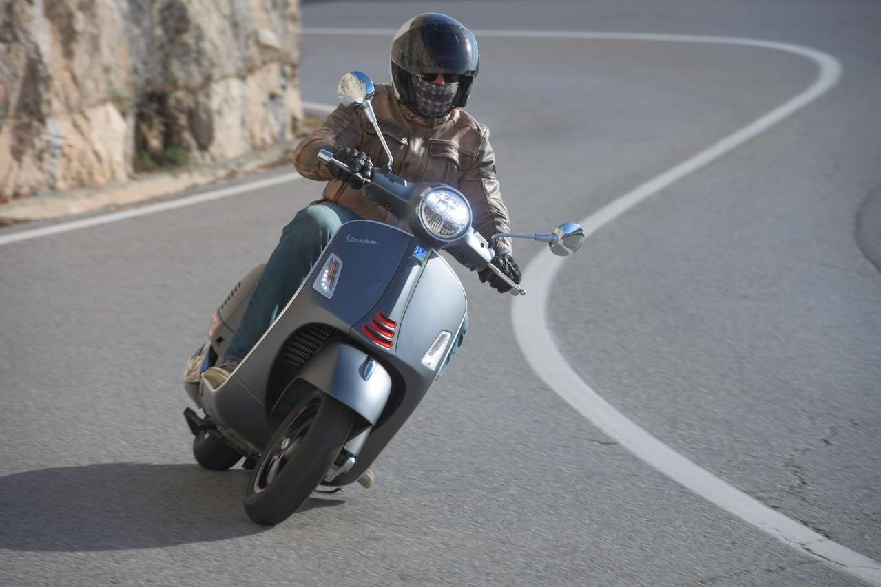 Die Vespa GTS 300 HPE, hier in der Version Supersport.