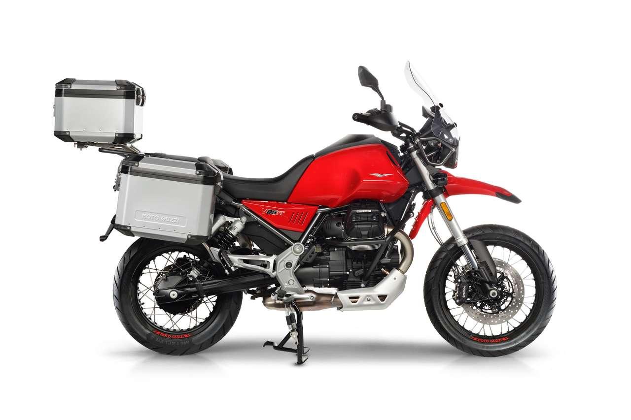 Moto Guzzi V85 TT mit dem Alu-Gepäcksystem, das von MyTech zugeliefert wird: Solide, geräumig, aber ziemlich ausladend und teuer.