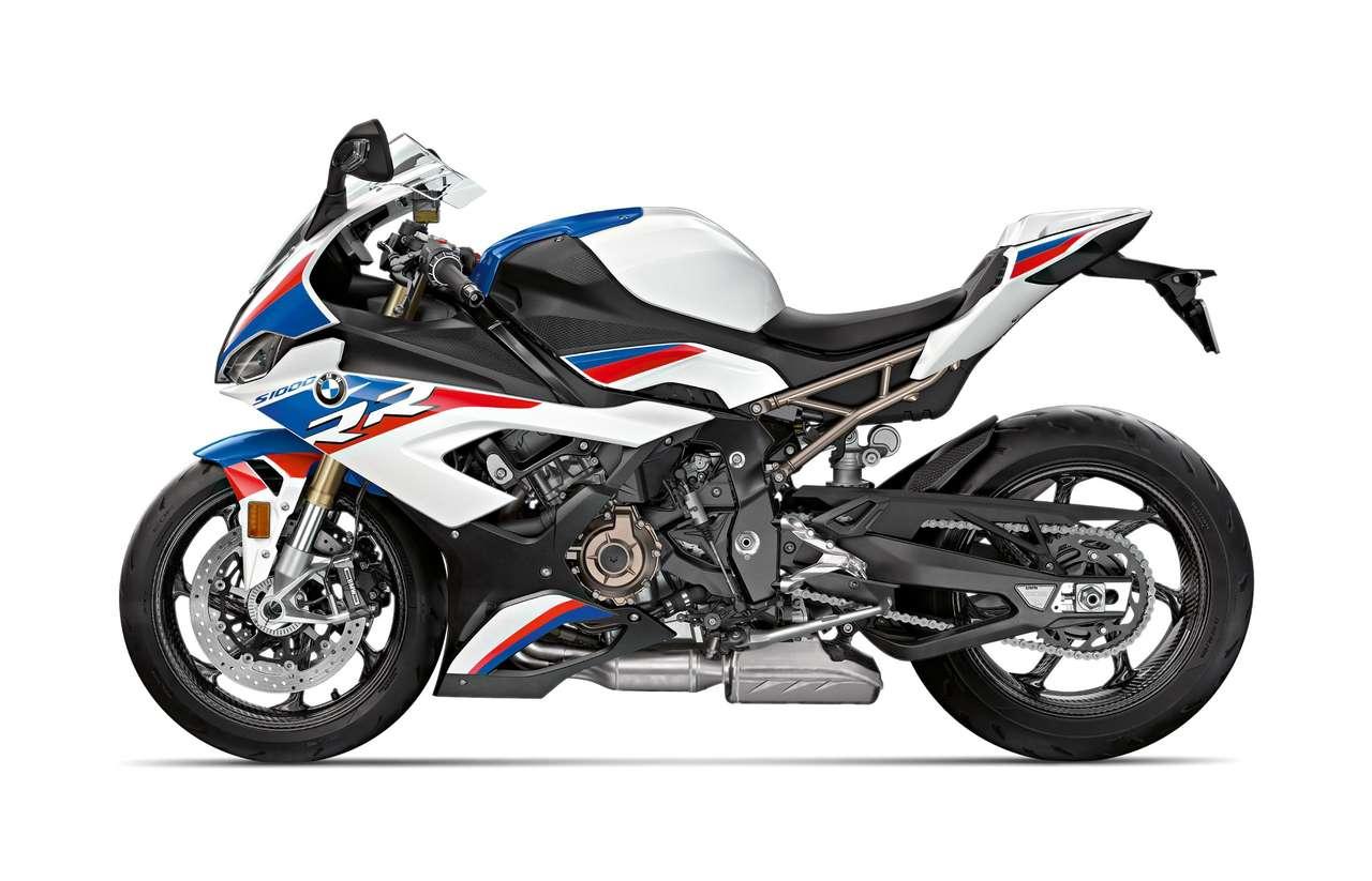 ...aber so richtig perfekt sieht die RR in den hauseigenen Motorsportfarben aus.