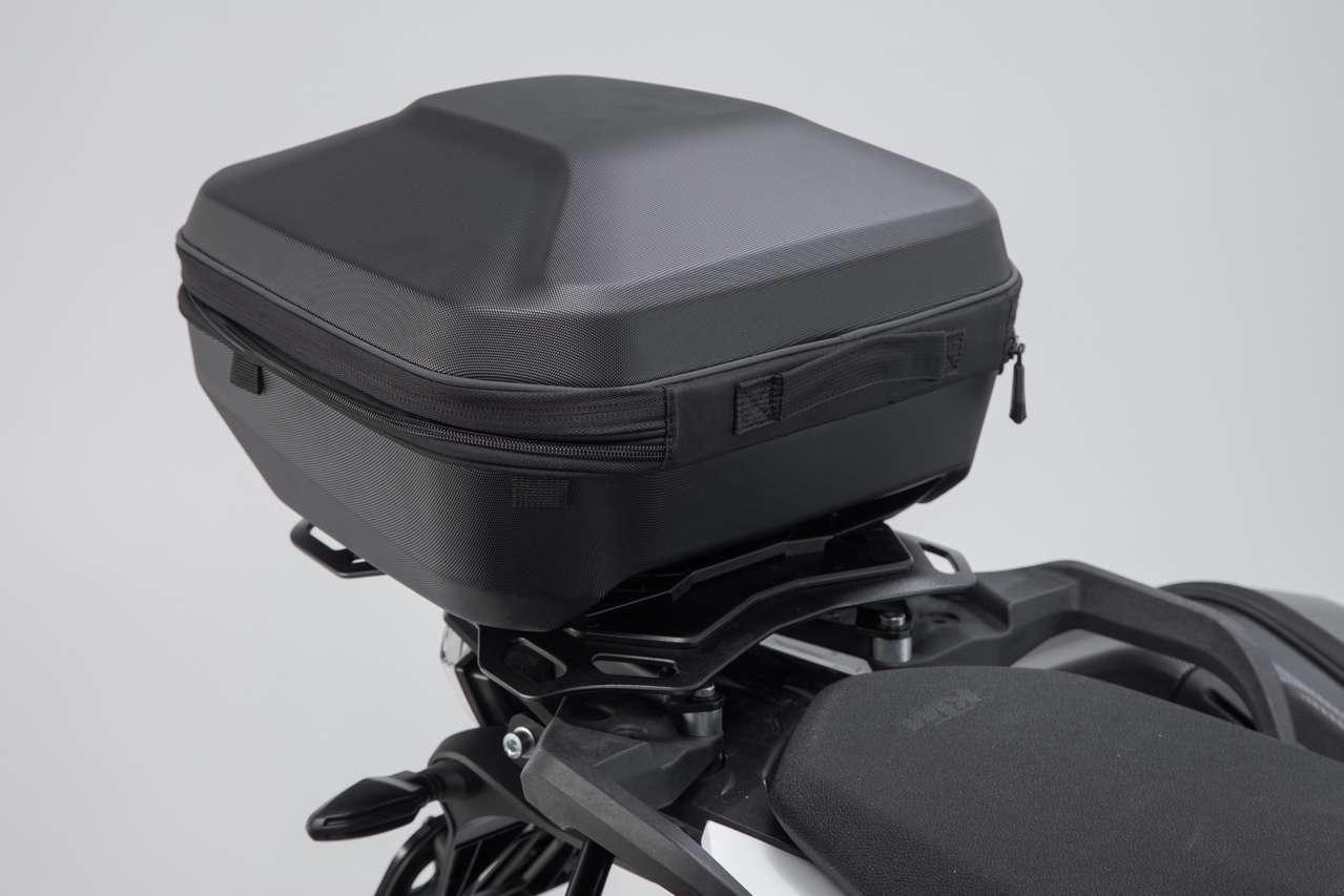 """Das Topcase """"URBAN ABS"""" ist mit Adaptern auch auf dem Adventure Rack befestigbar."""