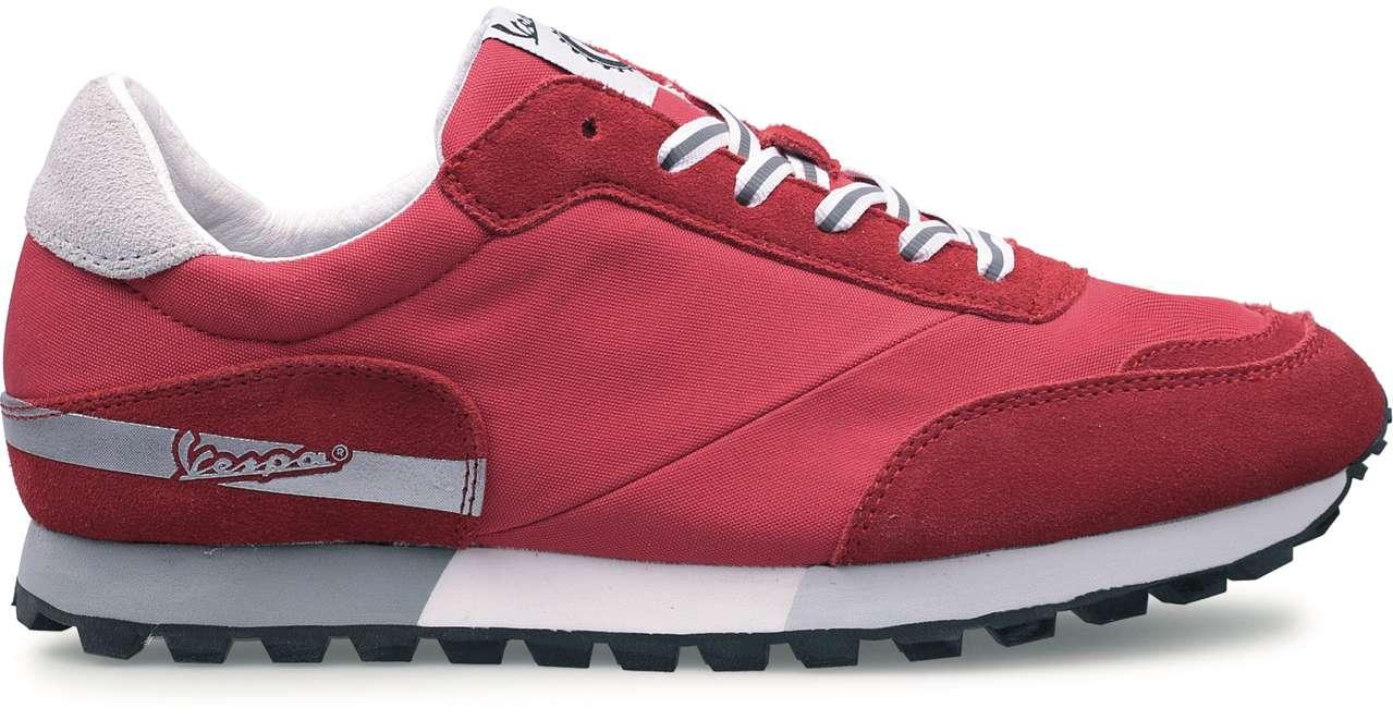 Und letztlich gibt's noch das Modell Corsa aus Nylon/Wildleder in Rot, Sand und Navy um 89,90 Euro.