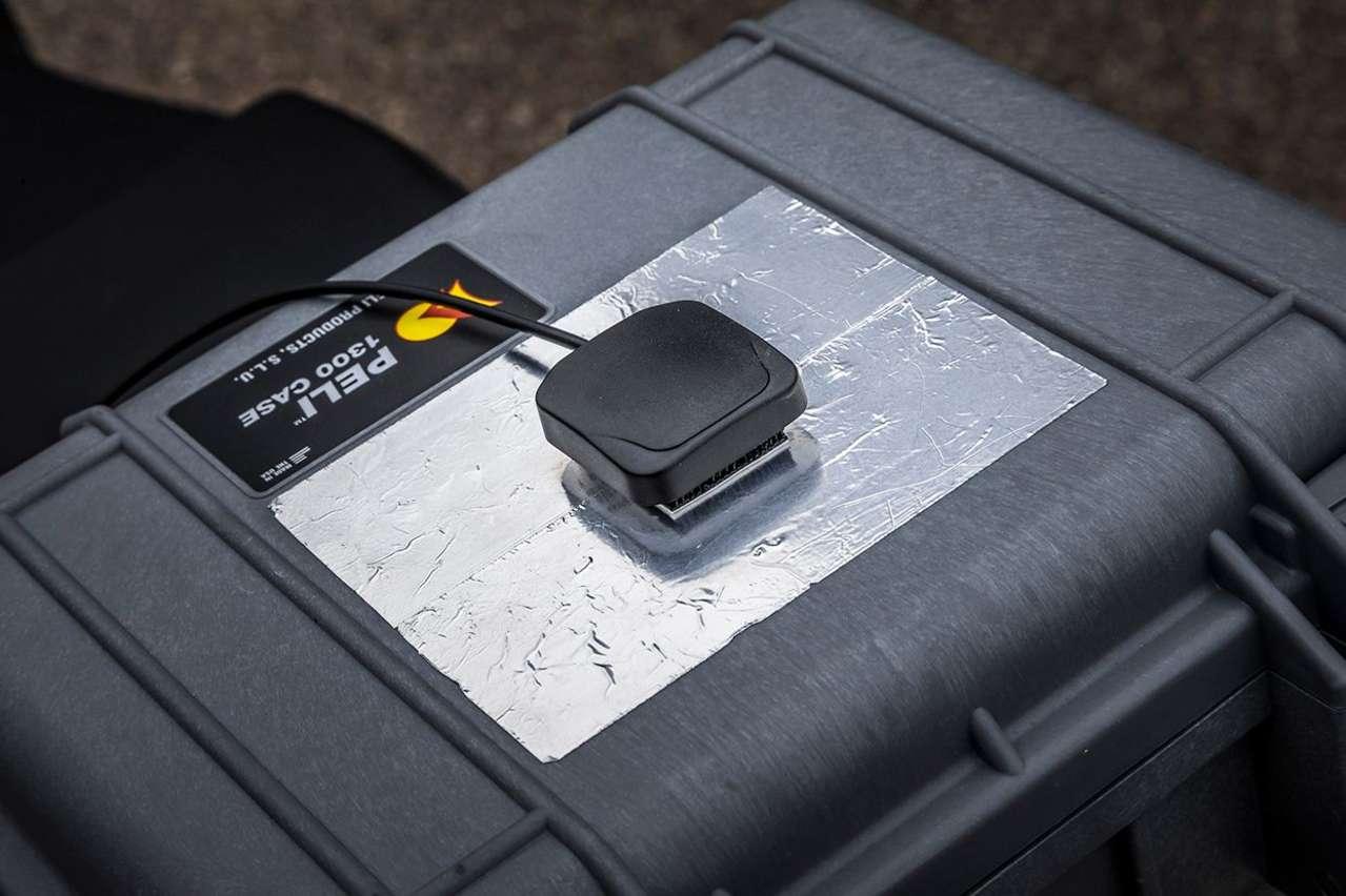 Neben den in der KTM Super Adventure fix verbauten Sensoren wurden außen zusätzliche Messgeräte angebracht...