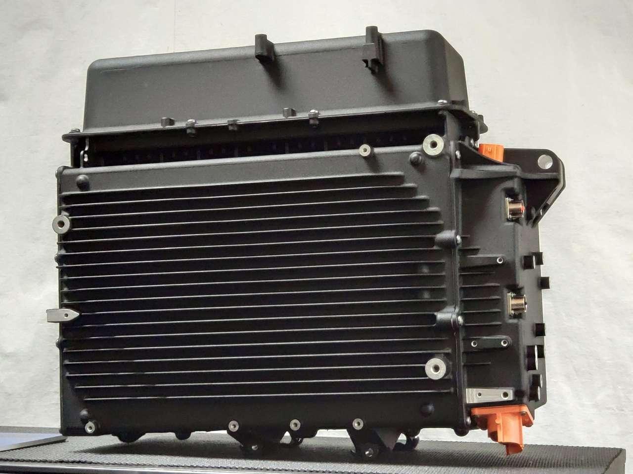 Die RESS Hauptbatterie wiegt mehr als 100 Kilo und hat eine Kapazität von 15,5 kWh