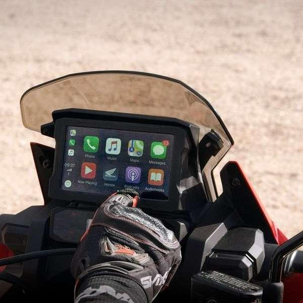 Das Display bietet Touch-Funktionalität und unterstützt Apple Car-Play.