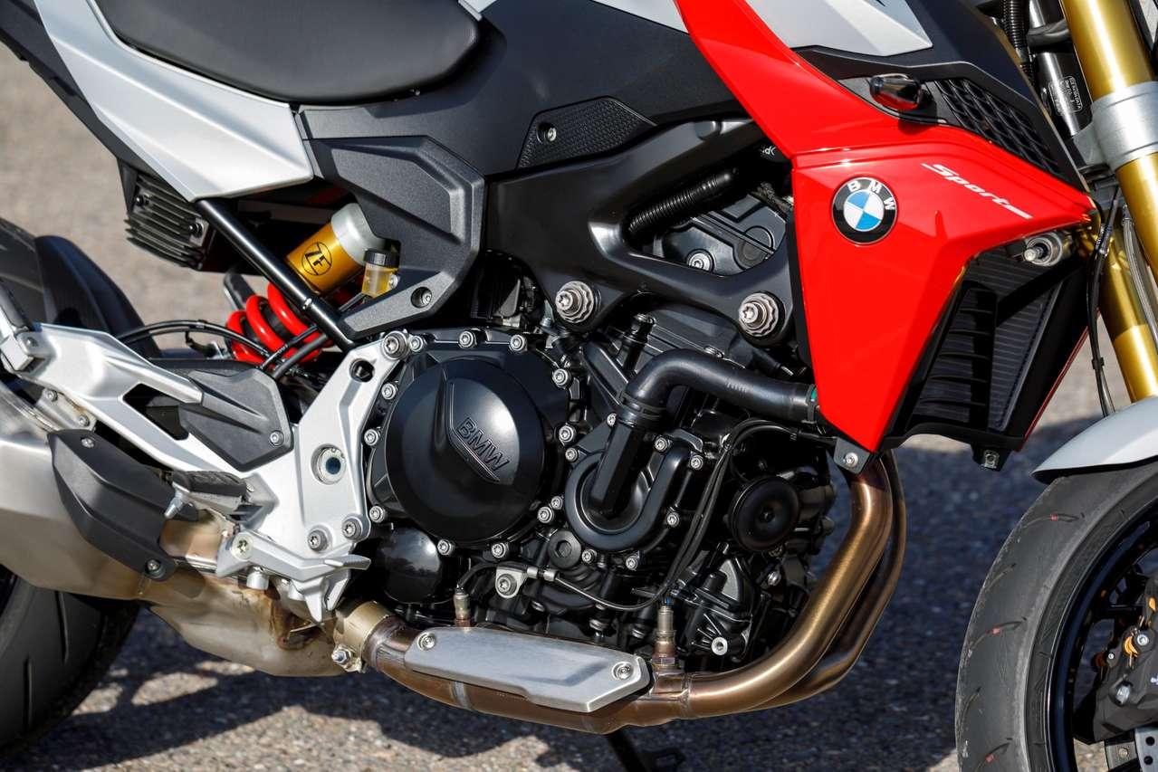 DOHC-Paralleltwin mit 895 Kubik, 105 PS und 87 Nm