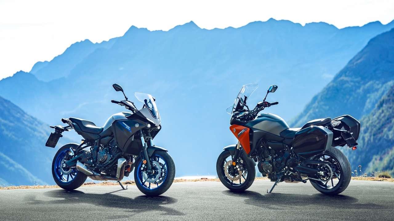Yamaha Tracer 700 im Serientriumm (l.) und mit Travel Pack (r.).