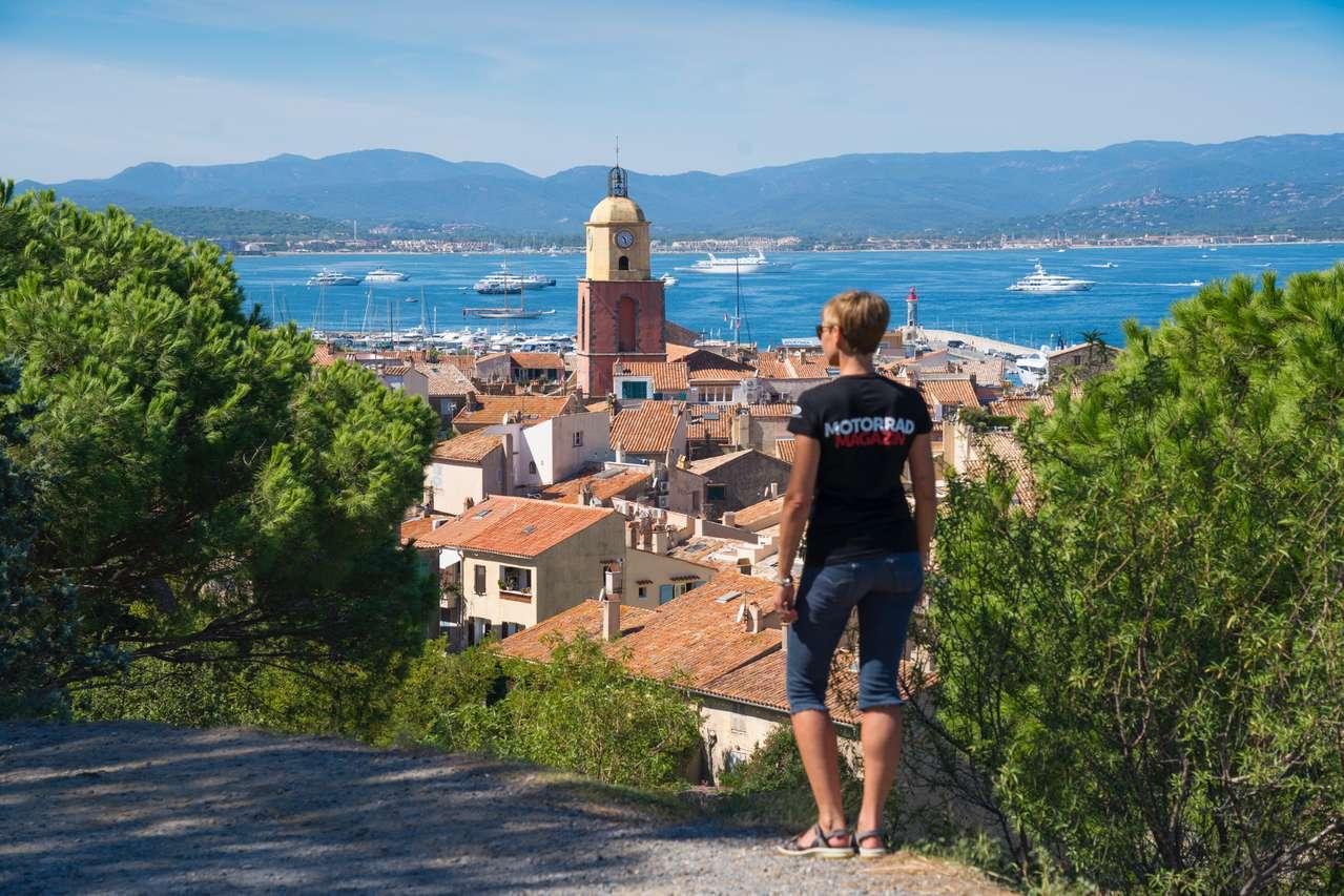 Blick auf das Zentrum von Saint-Tropez und den gleichnamigen Golf