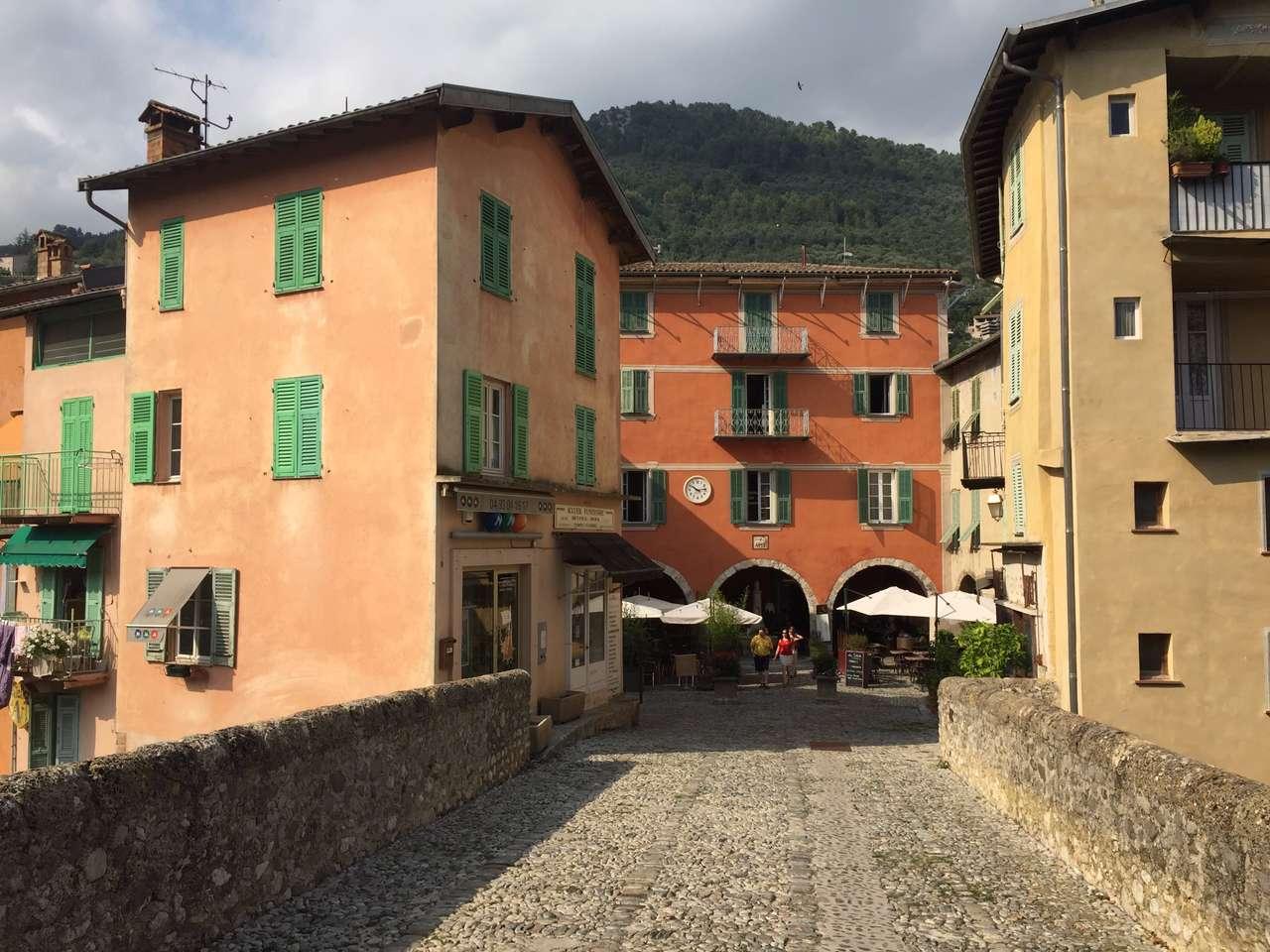 Brücke über die Bévéra in die Altstadt