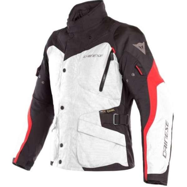 Die Dainese D-Street Smart Jacket kann unter vielen Jacken getragen werden, etwa der Tempest 2 D-Dry Jacket (Foto).