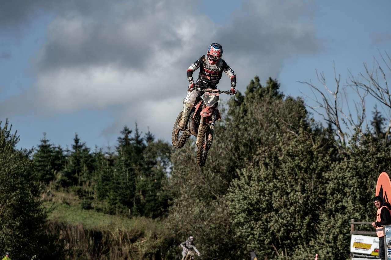 ...oder in der Luft - Florian macht auf seiner KTM immer gute Figur.