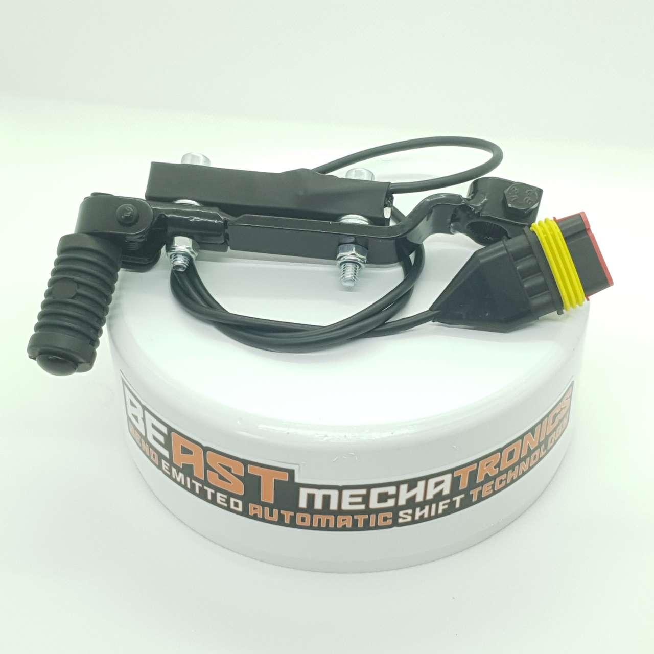 Der Schalthebel eines Pitbikes mit montiertem Biege-Sensor.