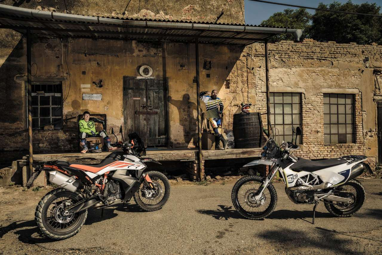 KTM 790 Adventure R und Husqvarna 701 Rallye