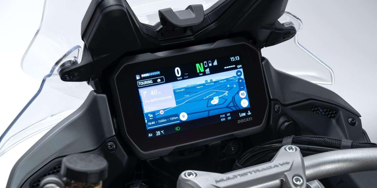 Auch die Navigation wird vollständig am Display angezeigt.