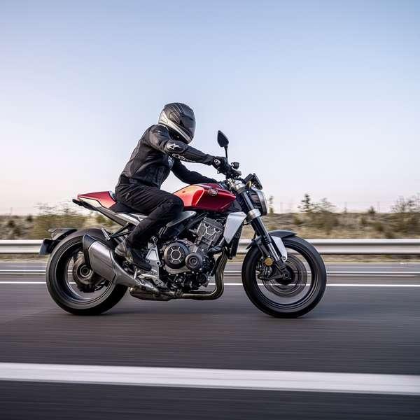Honda CB1000R 2021 - Candy Chromosphere Red