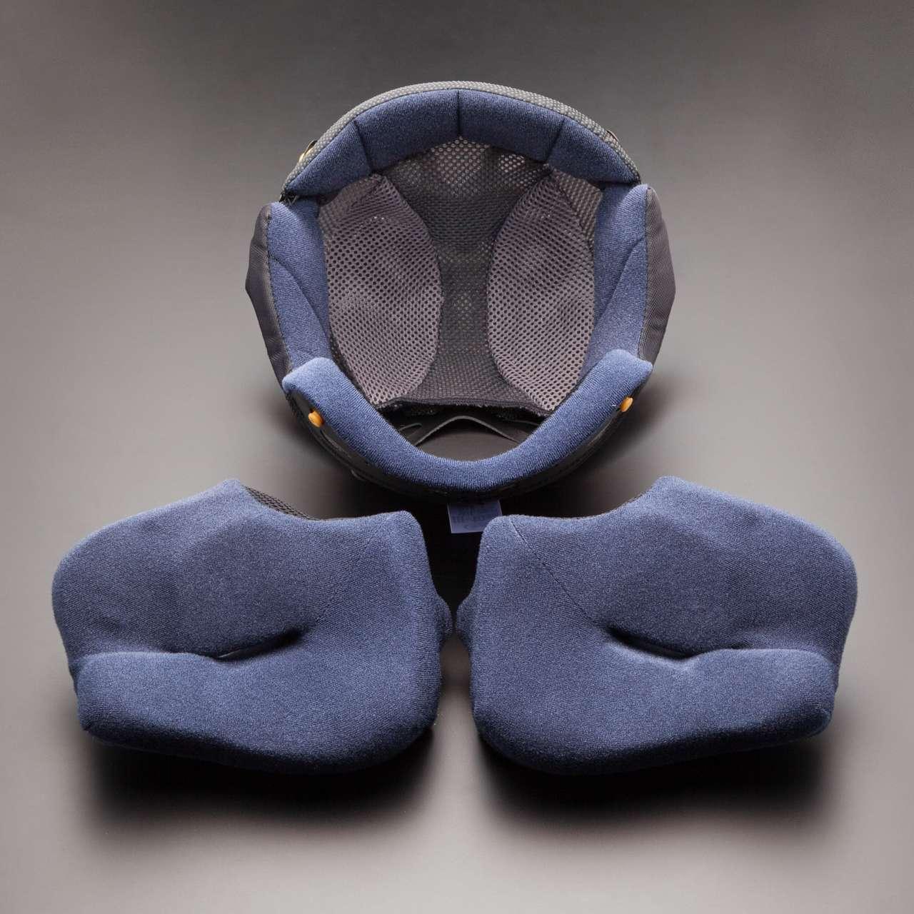 Die Polsterungen können bei manchen Helmen noch in kleinem Maß individuell angepasst werden.