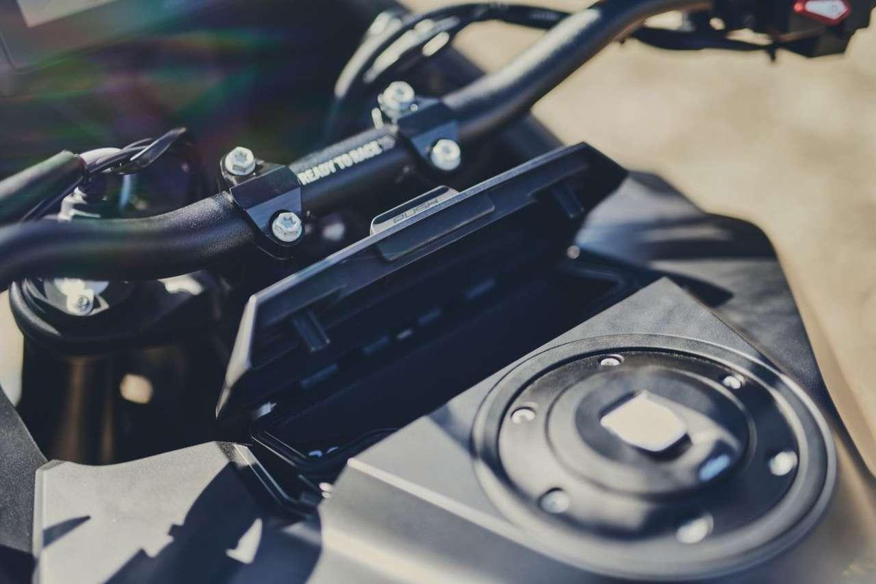 Neues Fach unter dem Display mit USB, Tankdeckel elektronisch verriegelt