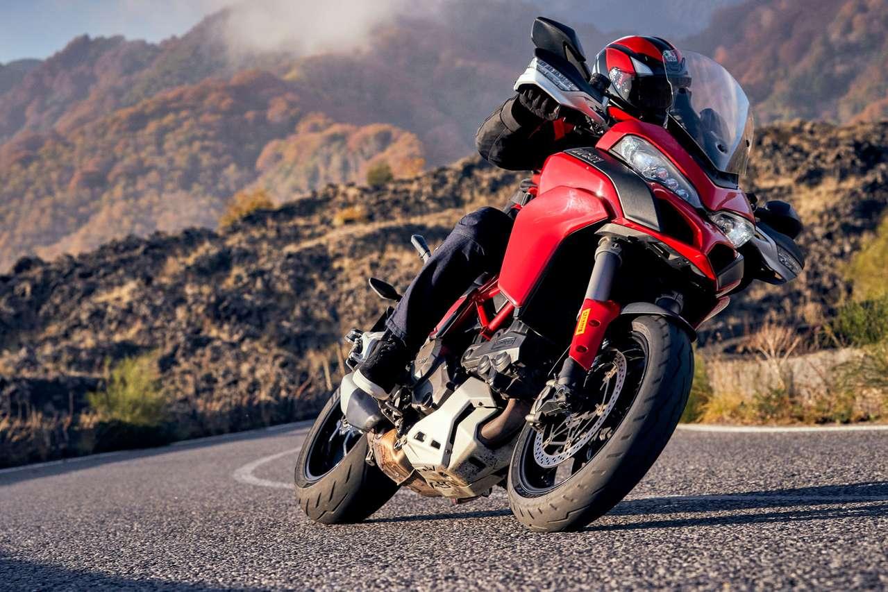 Auch potenten Crossover-Bikes steht der Diablo Rosso IV gut.