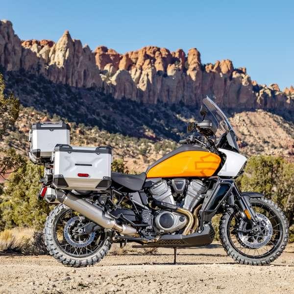 Harley Pan America mit Original-Alukofferset von SW-Motech und Titan-Schalldämpfer von Screamin' Eagle