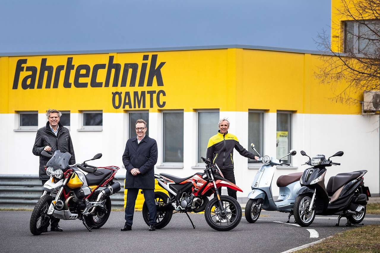 Von links: Martin Studener (Geschäftsführer ÖAMTC Fahrtechnik), Josef Faber (Faber GmbH), Georg Scheiblauer (ÖAMTC Motorrad-Chefinstruktor)