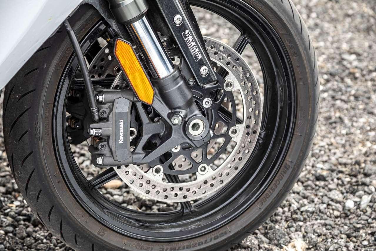 Kräftig und perfekt dosierbar ist die Bremsanlage.