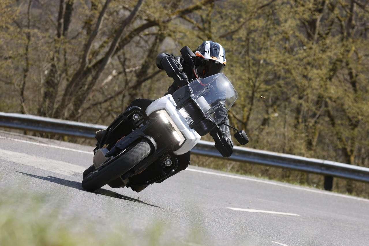Die Pan America dürfte wohl die größte Schräglagenfreiheit aller Zeiten bei Harley bieten.