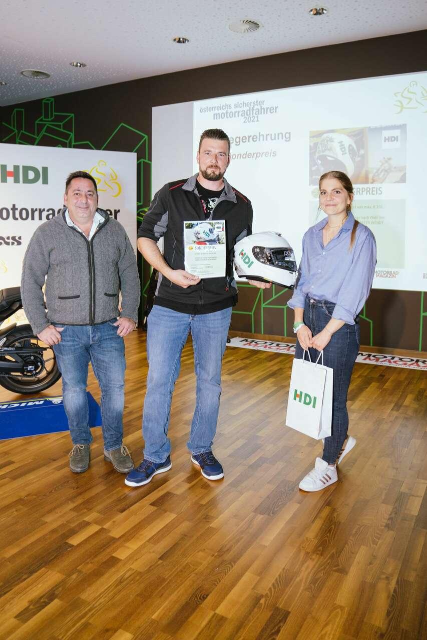 ... Stefan Weltsch mit Markus Köninger und Carina Pineda (HDI Versicherung).