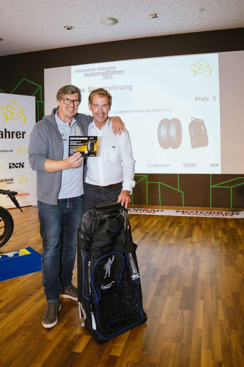 ... Rene Fejer mit Armin Güldner (Michelin) ....