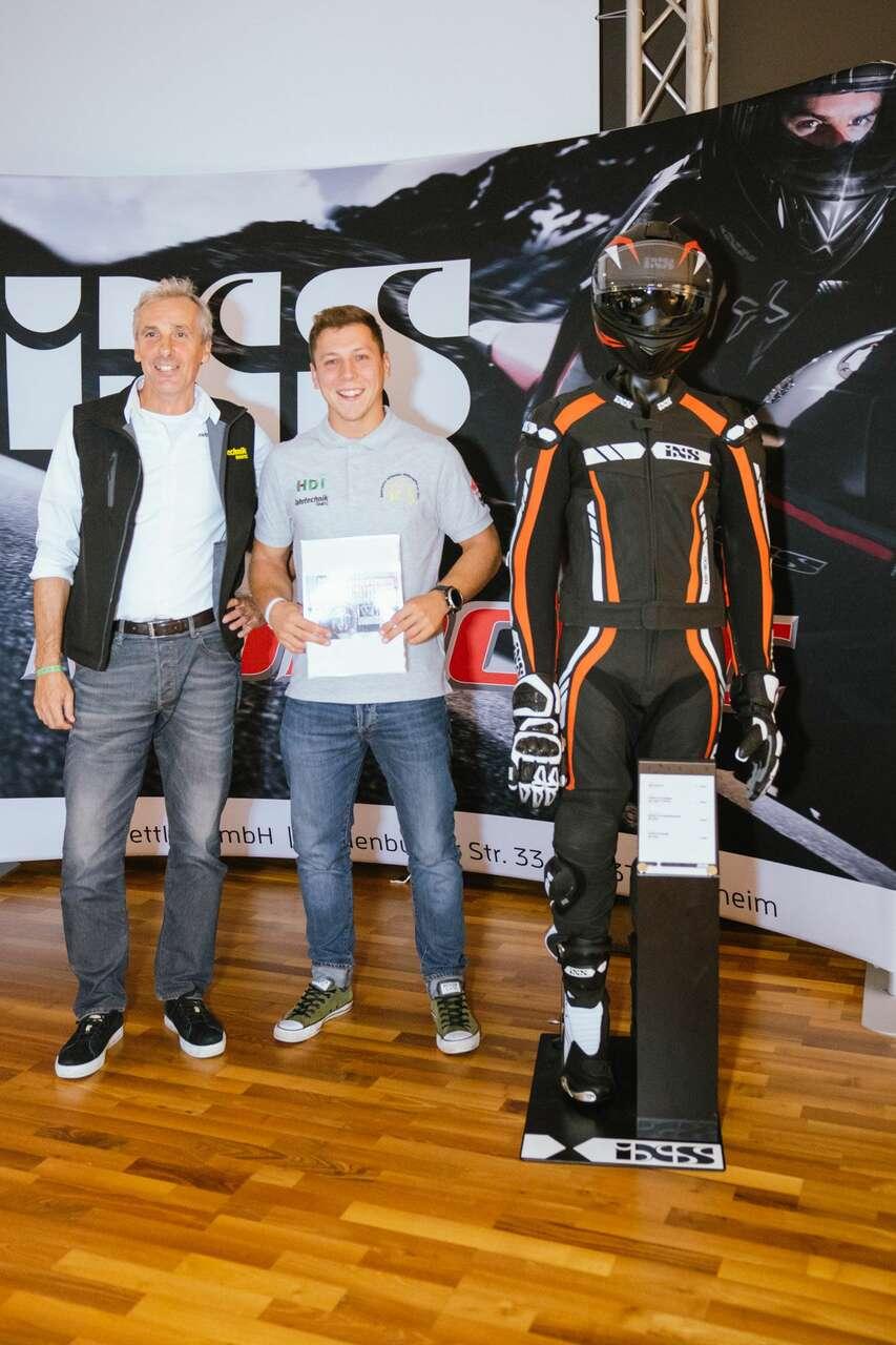 Die weiteren glücklichen Gewinner: Manuell Hessenberger mit Georg Scheiblauer (ÖAMTC Motorrad Chefinstruktor) ...